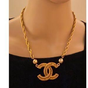 Chanel cc logo pearl vintage necklace
